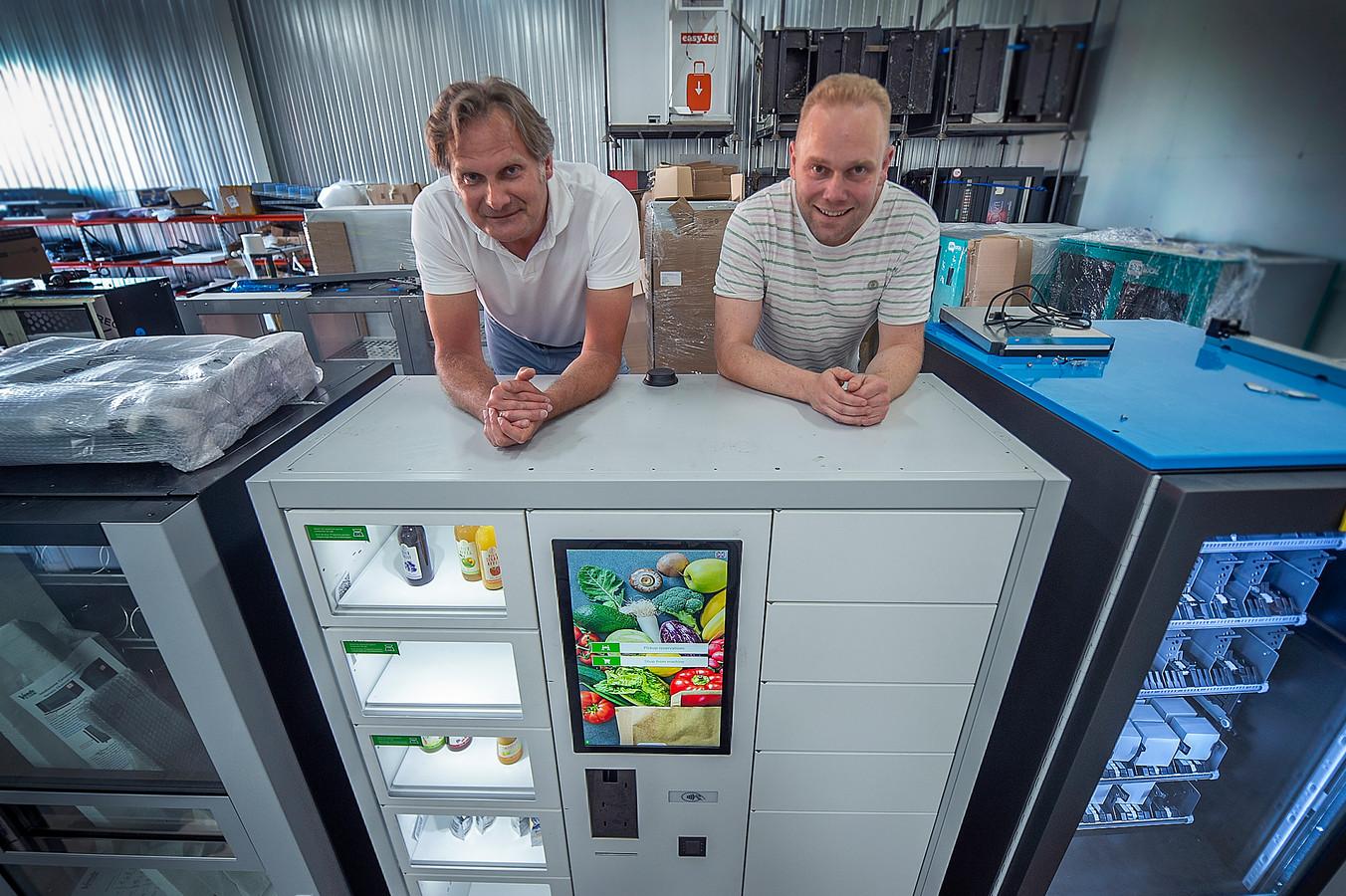 Sander Sciarone (links) en Frans Vermunt zijn de eigenaren van Innovend, dat automatieken ontwikkelt voor winkels, boerenbedrijven, kantoren en fabrieken.