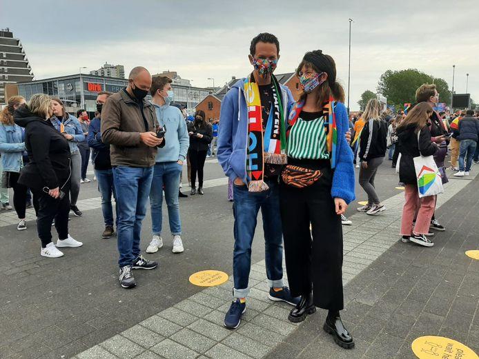 Broer en zus Wim en Linda Kok keken al toen ze klein waren het songfestival.