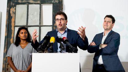 """De krantencommentaren over 'Samen': """"Ze zijn talrijk, de Antwerpse socialistische coryfeeën die zich vandaag omdraaien in hun graf"""""""