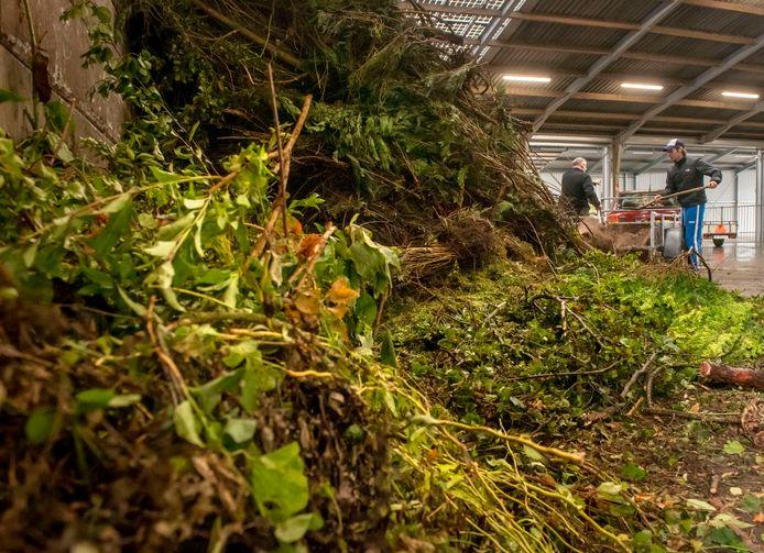 Tuinafval op een afvalbrengpunt. In Hengelo moet er vanaf volgend jaar betaald gaan worden.