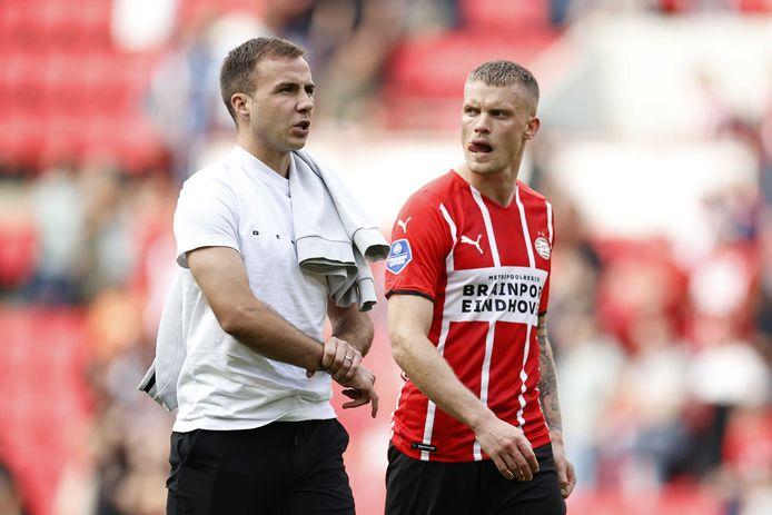 Mario Götze en Philipp Max na het duel met Feyenoord.