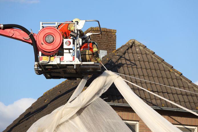 Aangewaaid doek pakt huis in, in Veghel