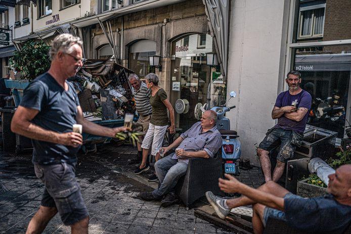 Valkenburg enkele dagen na de enorme overstromingen van de Maas.