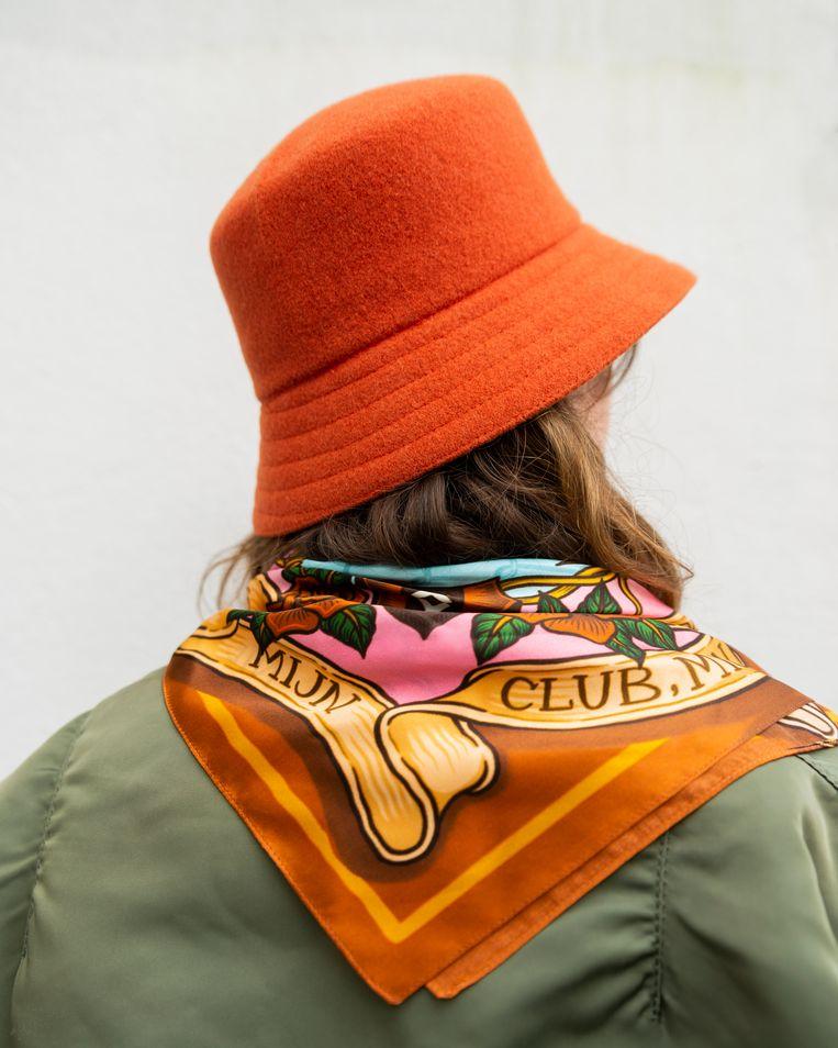 PSW Ajax-sjaal Lotte Vos, maker van de sjaal. Beeld Sophia Maria Favela
