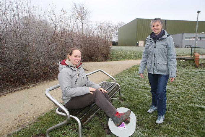 De bewegingscoaches: licentiate Lichamelijke Opvoeding Sara Van Bragt en kinesist Nans Luyten.