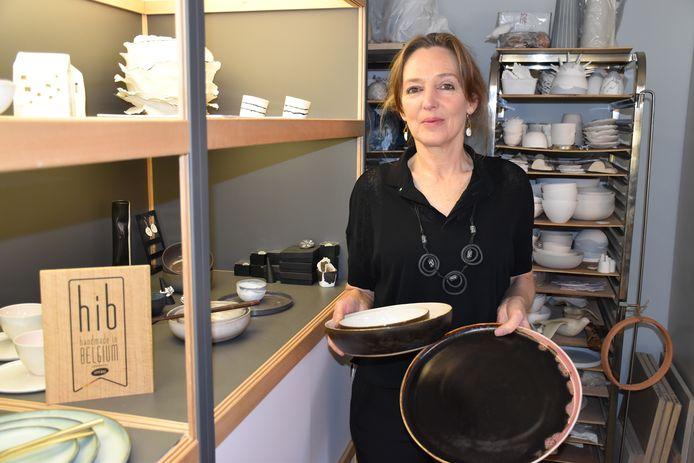 Kathleen Bessemans maakt sieraden en interieurobjecten met de hand.