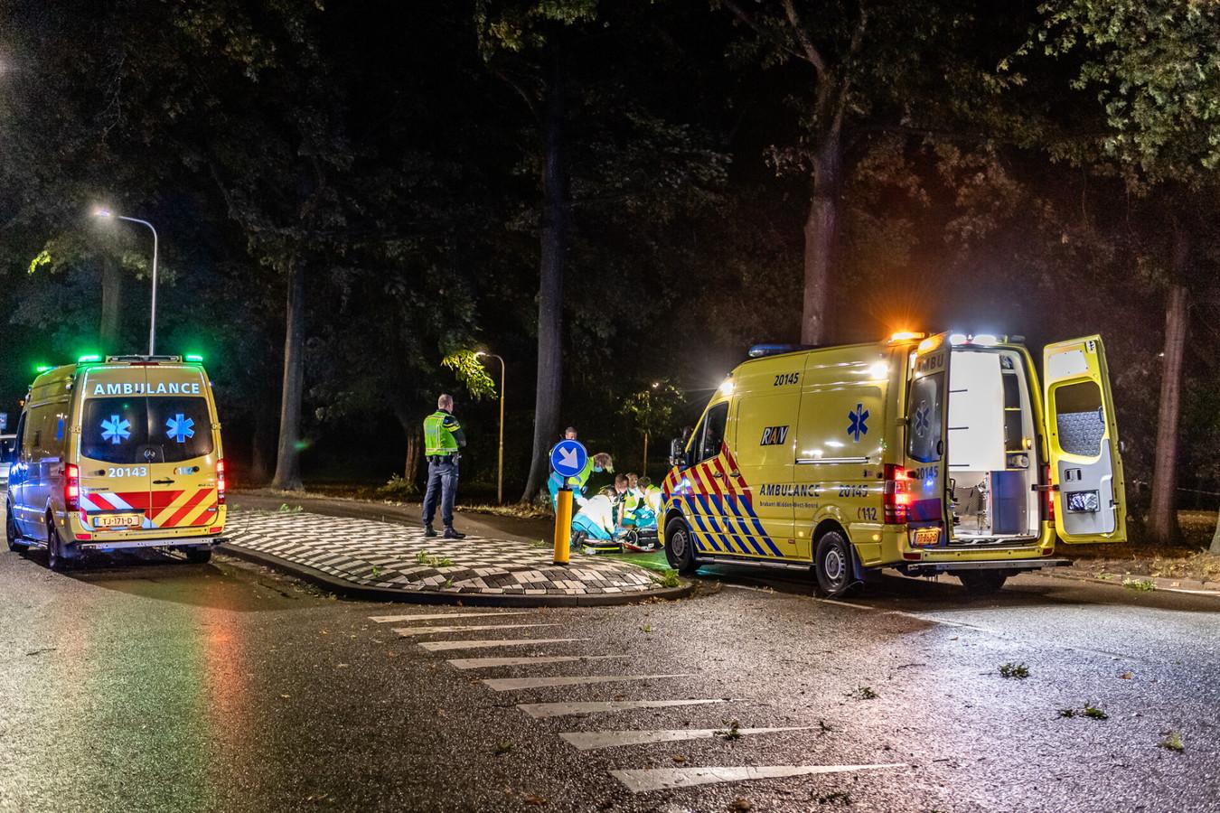 Een man botste tegen een boom aan de Sweelincklaan in Tilburg en raakte zwaargewond.