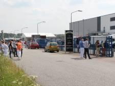 Vivera in Holten ontruimd na breuk in koelleiding, brandweer maakt CO2-leidingen leeg