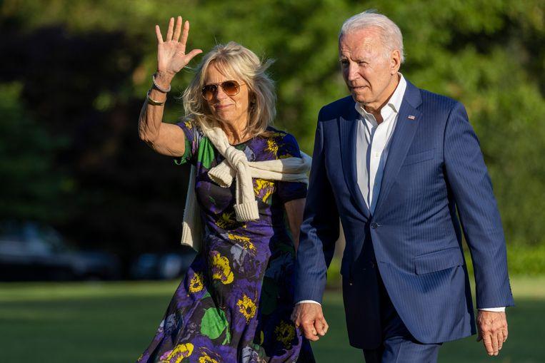 President Joe Biden en first lady Jill Biden bij het witte huis op zondag. Beeld Getty Images