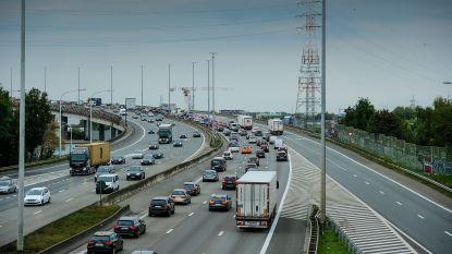 """Studie: """"Wegtransport in Brussel kost gemeenschap 50.000 euro per dag"""""""