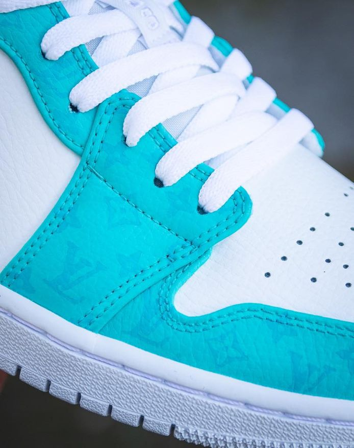 Sneakers van Tazz Customs voor Kraantje Pappie.