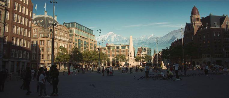 De Dam met bergen op de achtergrond in Amsterdam Mountains. Beeld -