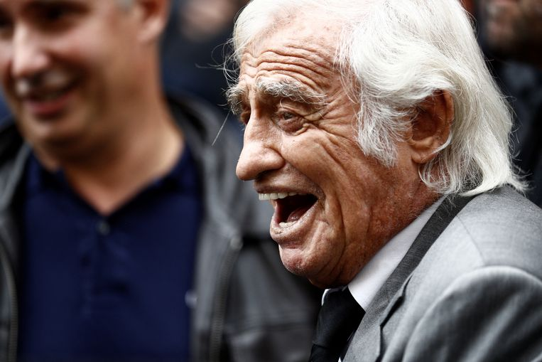 (FILES) In this file photo taken on September 26, 2019 French actor Jean-Paul Belmondo leaves the Armenian Cathedral of St. John the Baptist in Paris during the funeral ceremony for French actor, screenwriter and director Charles Gerard, born Gerard Adjemian. French actor Jean-Paul Belmondo has died, his lawyer announced on September 6, 2021. Sameer Al-DOUMY / AFP Beeld Hollandse Hoogte / AFP