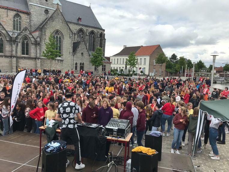 De leerlingen van Sint-Theresia hielden een slotmoment op het Sint-Poppoplein.