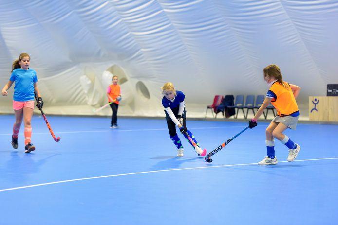 Een opblaasbare sporthal, zoals die hier op de foto, in Valkenswaard in gebruik is.