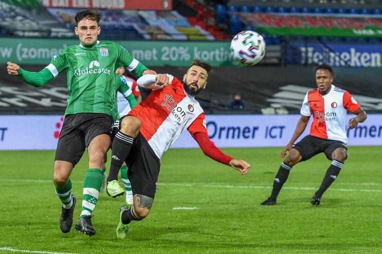Feyenoord-spits Pratto (midden) duelleert met PEC-verdediger Kersten. Beeld BSR Agency