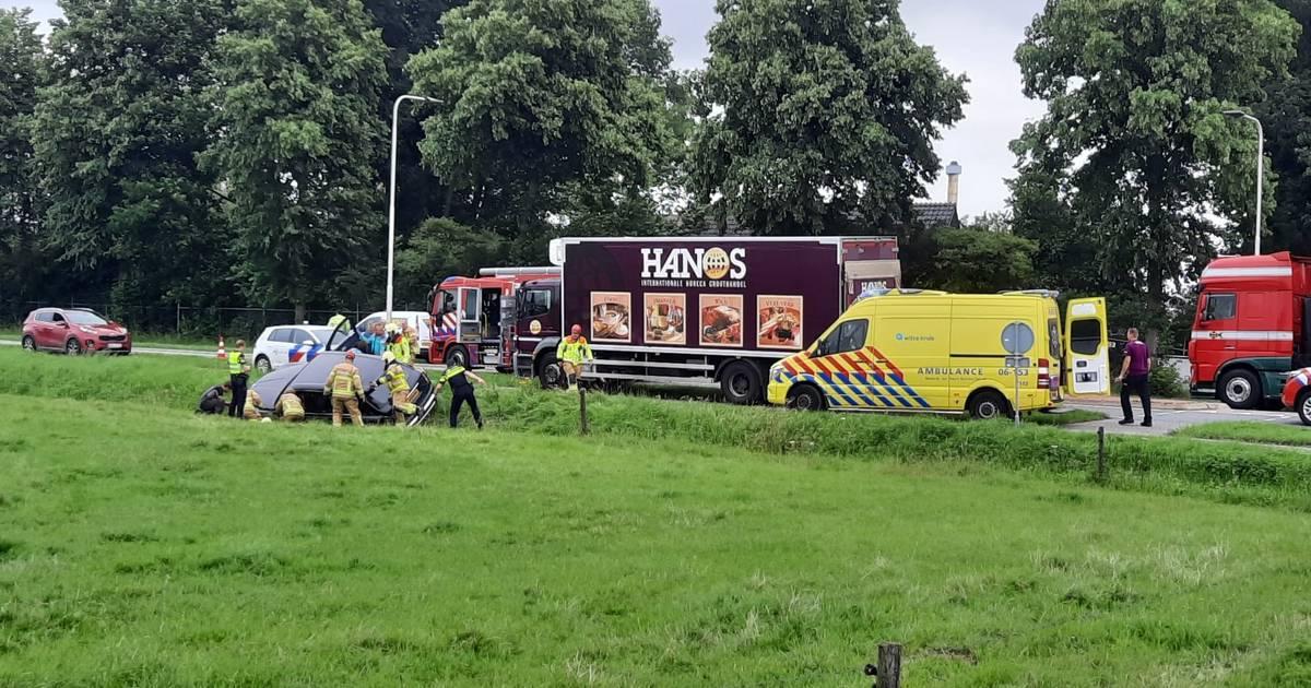 Peperdure Rolls Royce op kant in sloot bij eenzijdig ongeluk in Azewijn.
