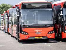 Succes voor chauffeurs, eerste bushaltes in Twente worden rookvrij