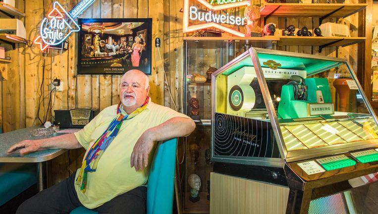Christ Boelens in het jukeboxmuseum Beeld Maartje ter Horst
