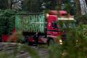 Guus Meeuwis bij de villa die momenteel gesloopt wordt.