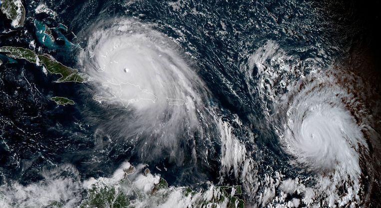 De ontwikkeling van orkaan Irma (links) en Jose (rechts). Beeld ANP