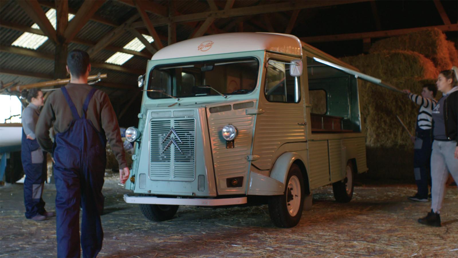 De tot foodtruck omgebouwde Citroën HY