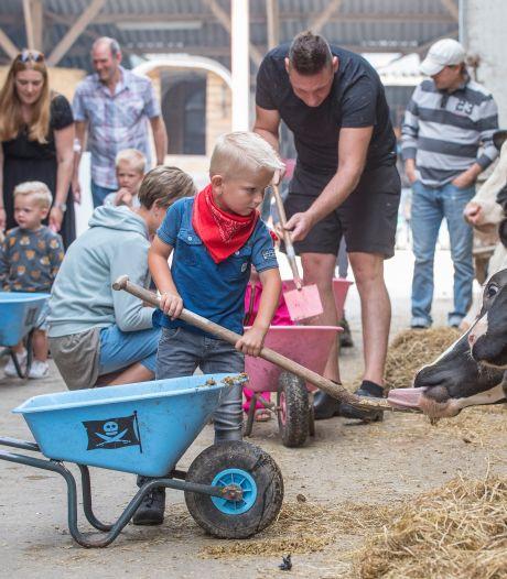 Kinderen dolblij op de knuffelboerderij: 'Waar komt melk vandaan? Uit de winkel!'