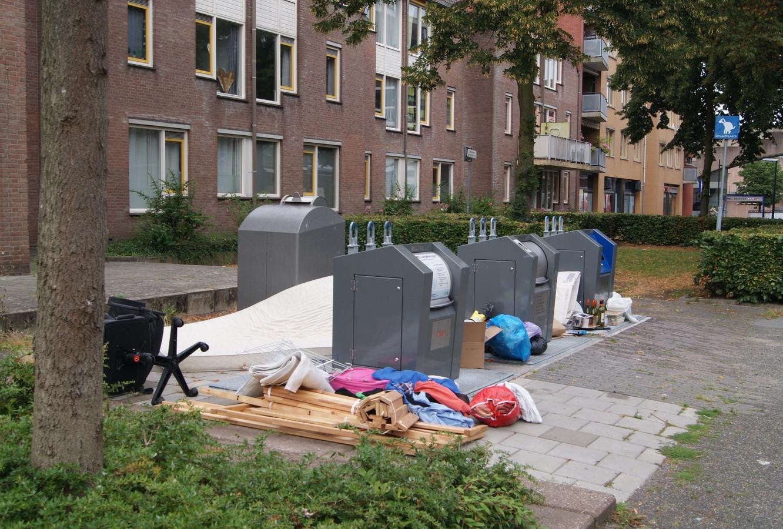 Dump aan de Helfrichstraat in de binnenstad: van alles en nog wat.