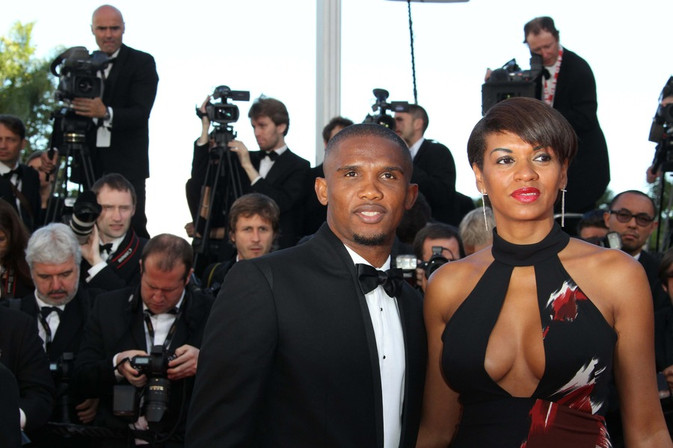 Foto van Sexy WAG Samuel Eto'o schittert op rode loper Cannes