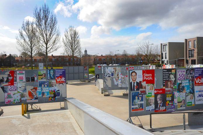 De skatebaan in de wijk Veerse Poort in Middelburg is afgesloten met verkiezingsborden.