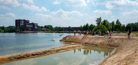 Verzengende hitte aan de Oostplas: 'Laat de jeugd toch lekker zwemmen'