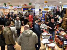Liefhebbers geven honderden euro's aan vuurwerk uit in Vathorst: 'Nu kan het nog'