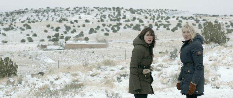 Beeld uit de film Jackie, met Carice & Jelka van Houten. die op zoek zijn naar hun biologische moeder in Amerika.  Beeld null