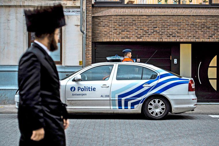 Politie in de joodse wijk in Antwerpen. (foto ter illustratie) Beeld Photo News