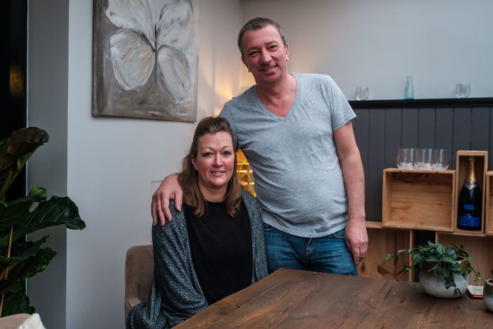 Cafébazen Stephanie Stokhuyzen en Christopher Van Loo van cafés Atlas, Corso en Het Witte Huis stellen zich kandidaat als vrijwilligers voor het vaccinatiecentrum op Park Spoor Oost.