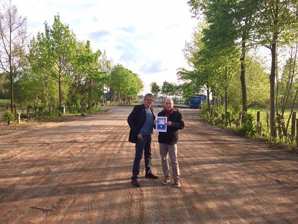 Alex Van Loon en Walter Vermeylen op de parking van KVK Westmalle.