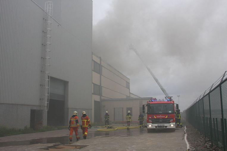 De rookontwikkeling bij de brand in de loods van het failliete bedrijf was enorm.
