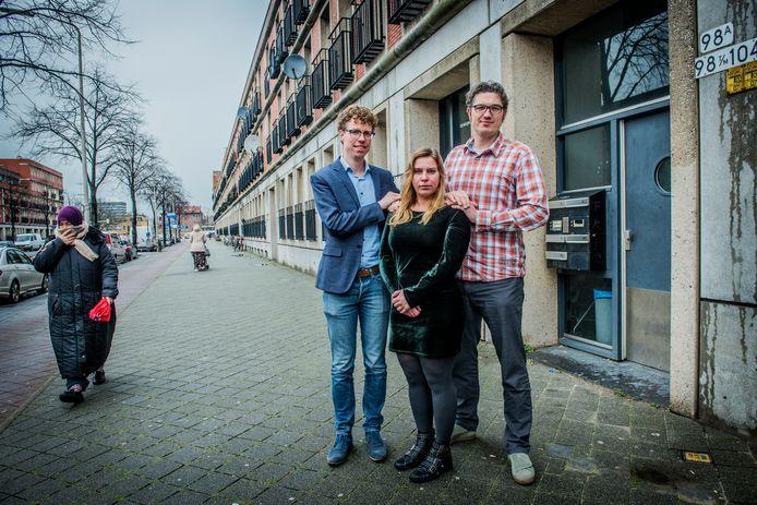 V.l.n.r.: Martijn Balster (PvdA), Hanne Drost (SP) en Arjen Kapteijns (GroenLinks) in het hart van de Schilderswijk.
