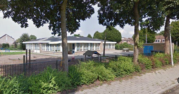 Het gebouw van de Klimboom verliest komend schooljaar de functie van onderwijsgebouw. Wat er met het pand en de grond gaat gebeuren is nog niet bekend.