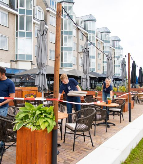 Jonge ondernemers openen café Waterwolf aan de Waalkade: 'We willen strandstoelen en picknickkleedjes'