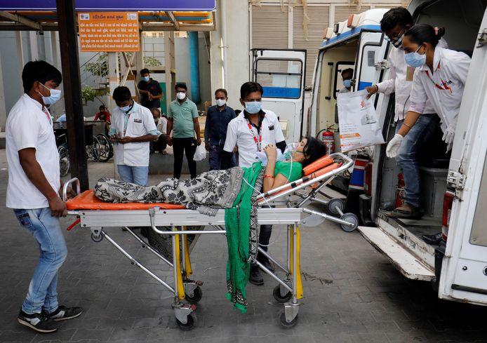 Het gezondheidssysteem in India staat zwaar onder druk.