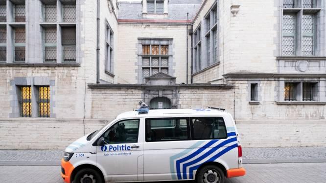 Justitie is opvallend hard voor coronaspuwers: twee mannen blijven nog minstens een maand in de cel