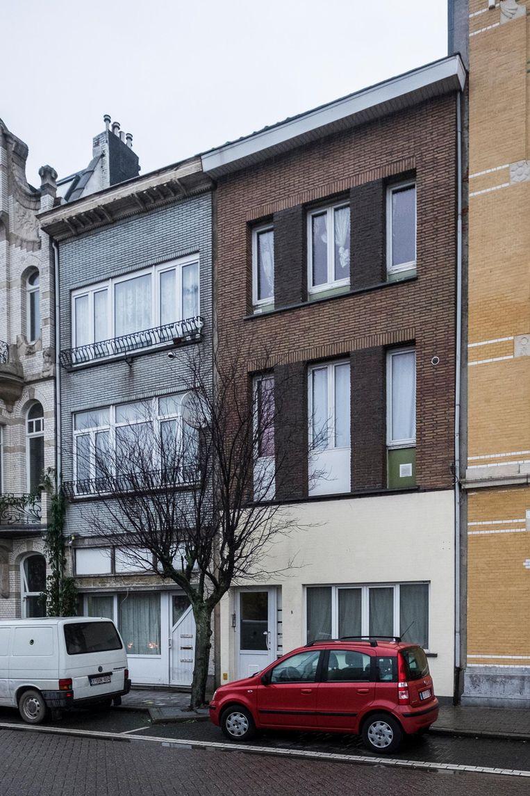 Het huis van beklaagde in Lange Lobroekstraat 8. Dat is gekocht voor 121.000 euro, goed voor een maandelijkse aflossing van 677 euro terwijl de huurinkomsten tussen 3.000 en 3.500 euro bedragen, zo toont