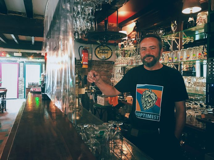 Frank Schollaert is de uitbater van café 't Half Maantje.