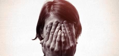 Vrouw wordt wakker met giftige spin in haar oor
