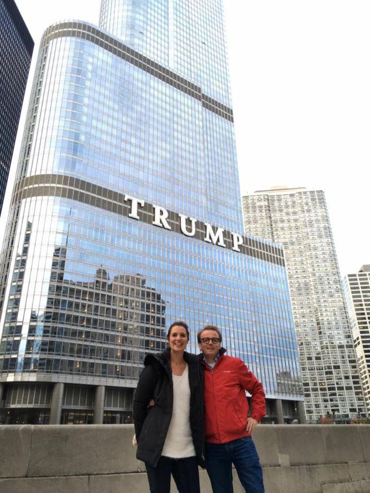 Libert en Neyskens voor de Trump Tower in Chicago.