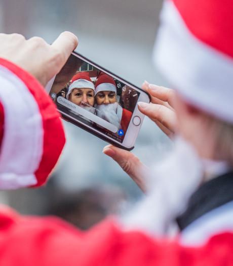 Kerstmannen rennen voor het goede doel door centrum van Oosterbeek