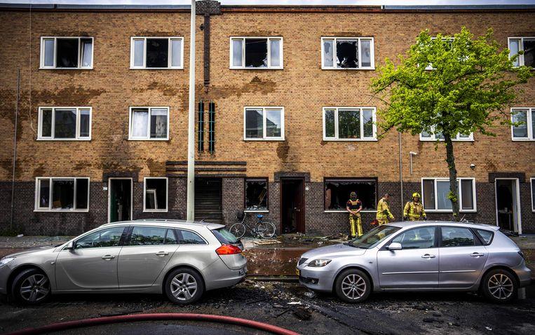 De ravage na de brand in het woningencomplex in de Wouwermanstraat. Beeld Freek van den Bergh / de Volkskrant