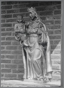 Het Mariabeeld zoals het in Wagenberg stond, voor de diefstal. Petra Robben spoort het op.