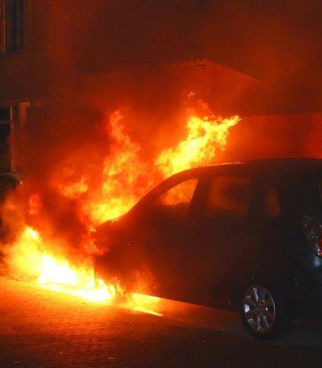 Opnieuw twee auto's in brand in Den Bosch, een eigenaar had wagen pas twee dagen